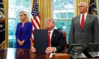 تايم: مخيمات لاعتقال عشرات آلاف آخرين بعد قرار ترامب الغاء فصل عائلات المهاجرين