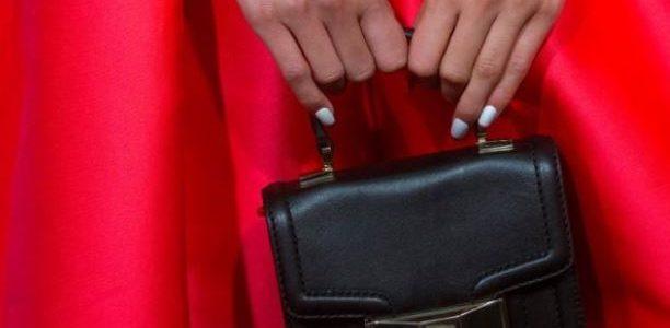 حقائب يد كيت سبيد تباع بمعدلات وأسعار قياسية بعد موت المصممة