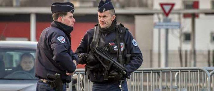 """فرنسا تعتقل 10 أشخاص """"خططوا لهجوم على مسلمين"""""""