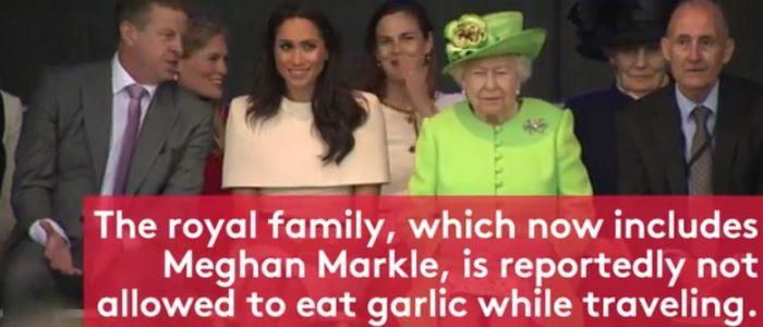 الملكة إليزابيث تمنع ميجان ماركل من تناول الثوم والجمبري
