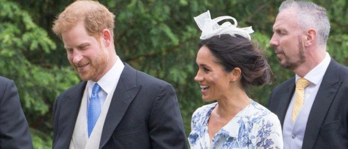 """إطلالة ميجان الجديدة تلقى انتقادات كثيرة.. هذا ما ارتدته دوقة """"ساكس"""" في حفل زفاف ابنة شقيقة الأميرة ديانا"""