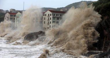 إعصار ماريا يضرب الصين.. إجلاء 8 آلاف شخص بمقاطعة فوجيان.. إغلاق المدارس والمصانع وتوقف حركة القطارات جنوب شرقى البلاد.. تحطم مراكب الصيد واقتلاع الأشجار.. و6 آلاف شخص يستعدون لعمليات الإنقاذ
