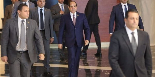 وصول الرئيس السيسي إلى مقر انعقاد مؤتمر الشباب في جامعة القاهرة