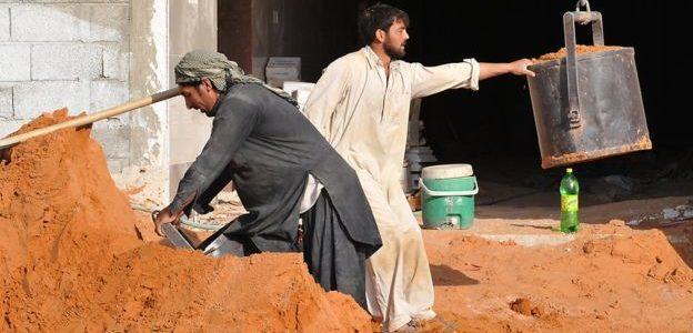 العمالة الأجنبية تغادر السعودية بمعدلات غير مسبوقة