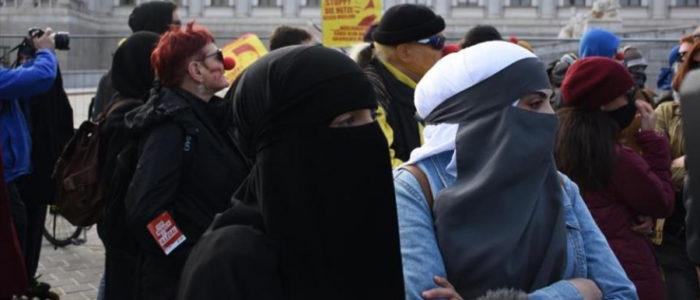 مسلمات في الدنمارك يقررن تحدي حظر النقاب