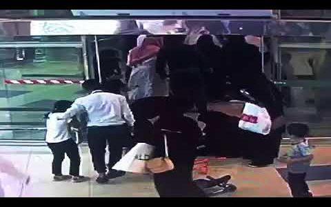 """عاصفة من الاحتجاجات على تويتر بسبب وفاة طفل """"الأندلس مول"""" في جدة"""
