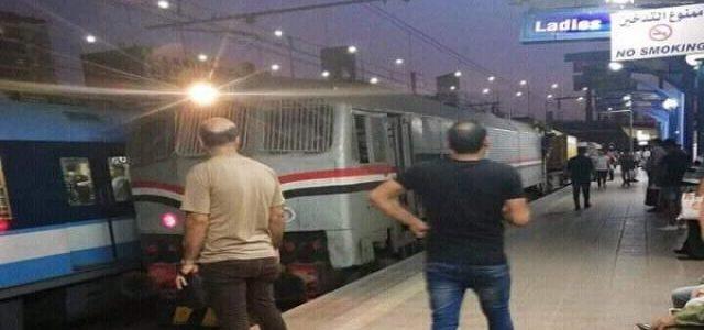 المونيتور: مصر لديها أقدم نظام سكك حديدية في أفريقيا .. كيف يمكن للقطاع الخاص تطوير السكك الحديدية؟.. القطارات تنقل 500 مليون مسافر و6 ملايين طن من البضائع سنوياً.. نقص التمويل لتطوير القطارات