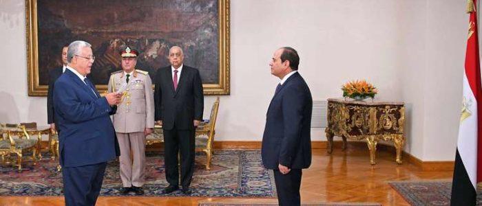 رئيس المحكمة الدستورية يؤدي اليمين أمام السيسي
