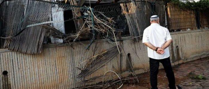 بالفيديو.. إصابة 3 إسرائيليين بعد سقوط صاروخين على مستوطنة سديروت