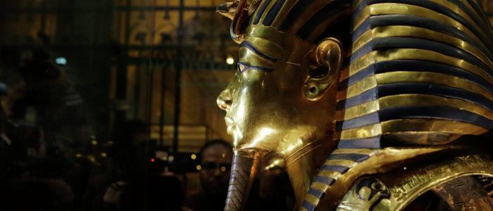"""إيطاليا تزود مصر بـ""""فاترينة عرض"""" لحفظ مومياء توت عنخ آمون"""