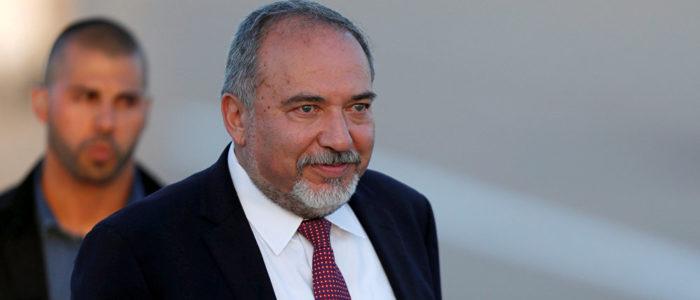 ليبرمان يهدد حماس بالرد بقوة في قطاع غزة