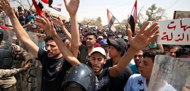 المظاهرات بالمنطقة الشيعية الغنية بالنفط تضع ضغوطاً علي رئيس الوزراء العراقي