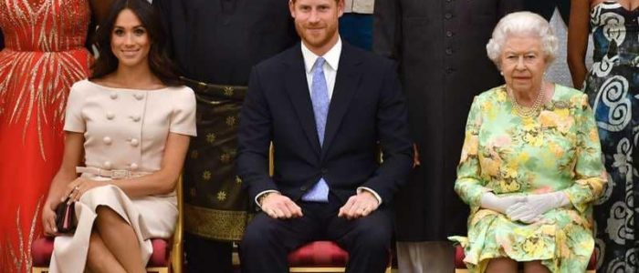 ميجان ماركل تكسر البروتوكول الملكي مجدداً في حضور الملكة