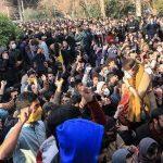 احتجاجات في جامعات إيرانية ضد ولايتي