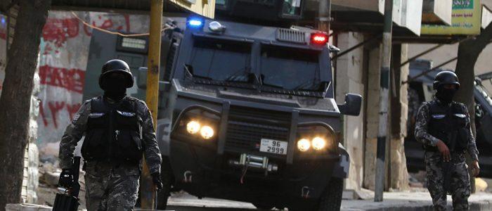 """الشرطة الأردنية تنتشل جثث ثلاثة متشددين وتضبط أسلحة آلية خلال عملية """"مستمرة"""""""