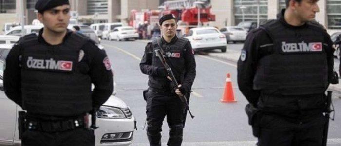 تركيا تطرد صحفية هولندية بعد اعتقالها