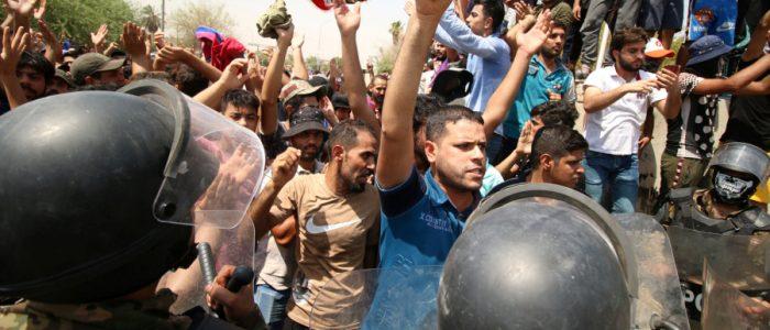 التايمز: مظاهرات البصرة تزيد الضغوط على رئيس الوزراء للتنحي