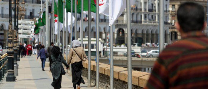الجزائريون قاطَعوا الخضراوات والفواكه والمياه وغاضبون من الحكومة بسبب الكوليرا