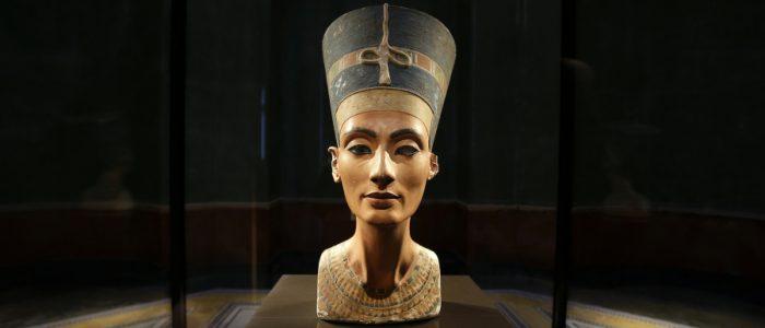 هل يعود تمثال نفرتيتي من ألمانيا إلى مصر بعد قرن على اكتشافه وانشاء هتلر متحف خاص له؟
