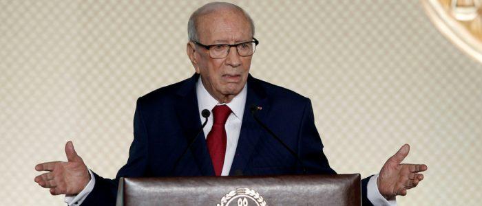 بالفيديو .. رئيس تونس: لا علاقة لنا بالدين والآيات القرآنية.. وللرجل مثل حظ المرأة بالميراث
