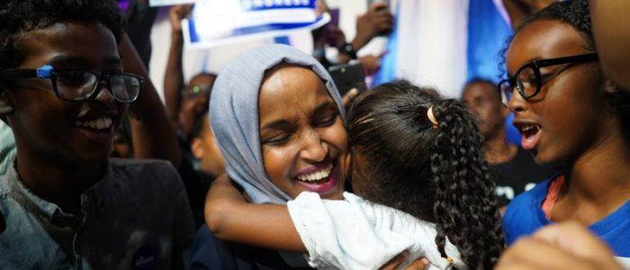 قصة أول مسلمة محجبة تقترب من عضوية الكونجرس