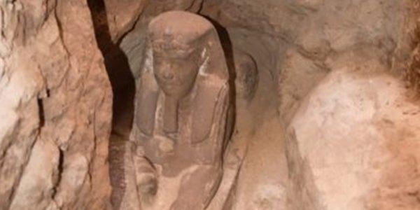 """اكتشاف تمثال جديد لـ""""أبو الهول"""" في معبد كوم أمبو بأسوان"""