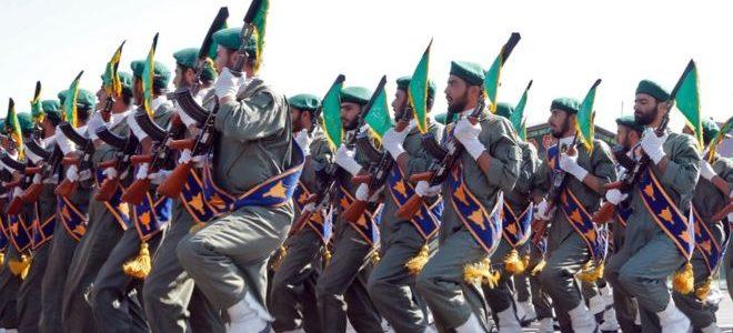 الحرس الثوري الإيراني يشرف عليه خامنئي واحدي فصائلها بها أكثر من مليون شخص
