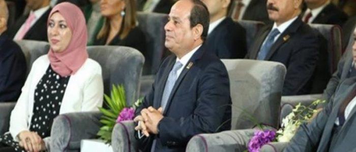 السيسي يشاهد فيلما تسجيليا عن النهضة الشاملة للطرق والكباري