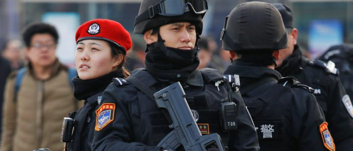 مسلم وجد نفسه بمعسكرات الاعتقال بتهمة الإرهاب لضبط ساعته لتوقيت مخالف لبكين