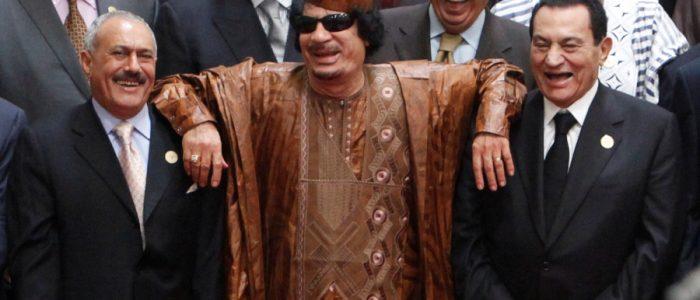 قصة القذافي الذي حلم بتوحيد العرب فانتهى مقتولاً على يد الثوار