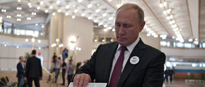 لماذا ظهرت علامات التعجب علي وجه بوتين وهو يدلي بصوته في انتخابات عمدة موسكو؟