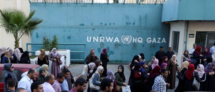 انهيار اقتصادي يعرِّض غزة للخطر مع ارتفاع البطالة لـ70%