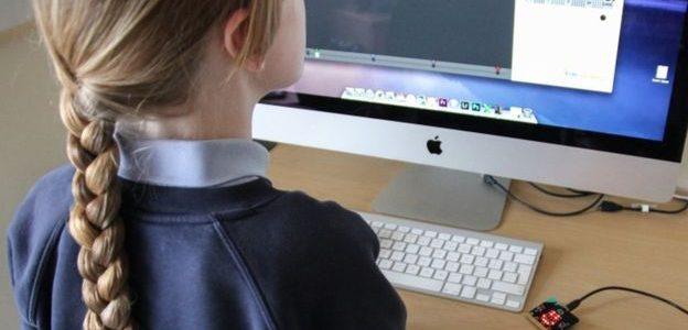 شبكات التواصل الاجتماعي السبب في تعاسة الفتيات