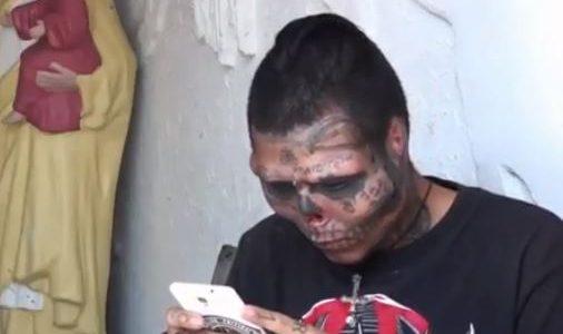 بالفيديو .. شاب كولومبي يحقق حلمه بتحويل وجهه لجمجمة