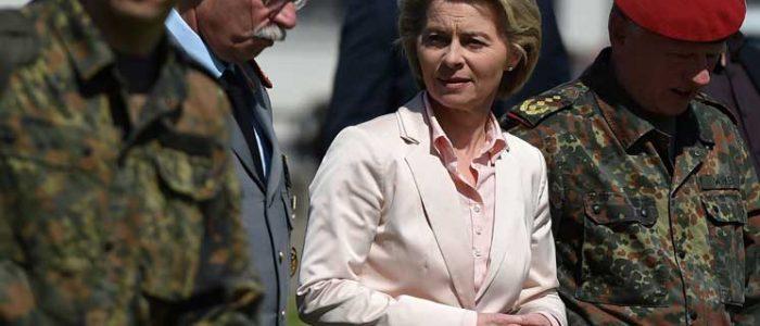 وزيرة الدفاع الألمانية تستمتع بالحياة مع زوجها بعد رحيل أبنائها السبعة عن منزل الأسرة