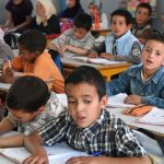 مصطلحات «عاميَّة» بكتاب مدرسي تجرُّ رئيس الحكومة للقضاء