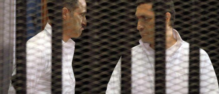 جمال وعلاء مبارك خلف القضبان مجدداً…جنايات القاهرة تقرر حبسهم على ذمة التحقيق