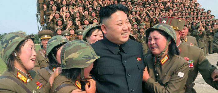 """كوريون يتدربون لمدة 6 أشهر """"دون تغذية"""" من أجل 10 دقائق من السير في الذكري الـ70 لتأسيس كوريا الشمالية"""