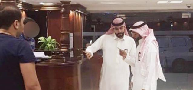 ضبط وافد مصري ظهر بشكل مسئ في فيديو أثناء تناوله الإفطار مع موظفة سعودية