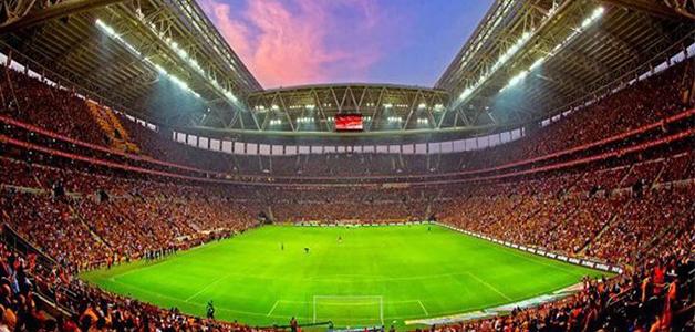 تركيا تمنع دخول السجائر وعصا صور السيلفي ملاعب كرة القدم
