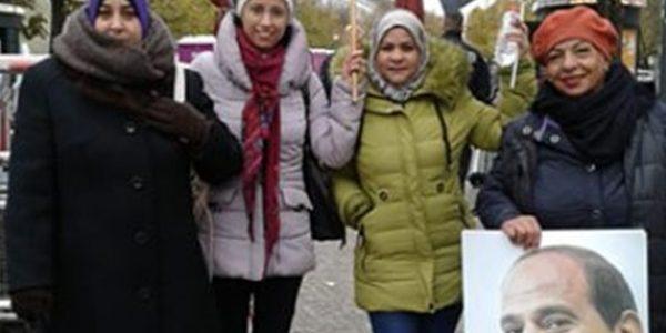 وقفة للمصريين فى ألمانيا لتحية الرئيس السيسى