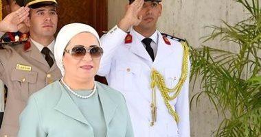 قرينة الرئيس السيسى تستقبل ميلانيا ترامب بمطار القاهرة