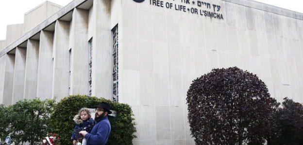 مهاجر إيراني يجمع تبرعات لضحايا الهجوم على المعبد اليهودي