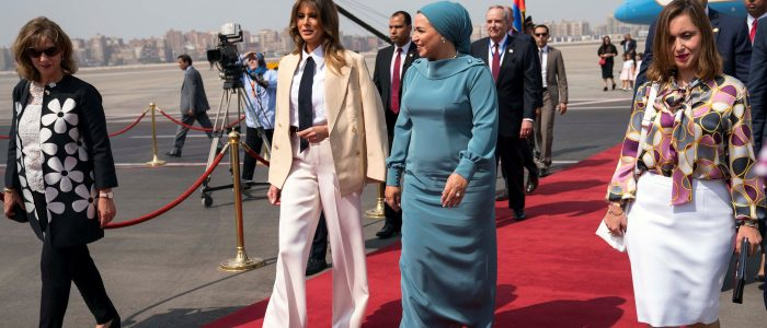بالفيديو .. لحظة استقبال قرينة الرئيس السيسى ميلانيا ترامب بمطار القاهرة