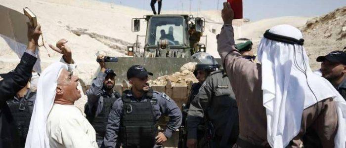 """إسرائيل لن تهدم """"خان الأحمر"""""""