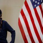 """مذيعة """"فوكس نيوز"""" تهاجم إلهان عمر: ارتدائها الحجاب مخالف للدستور الأمريكي"""
