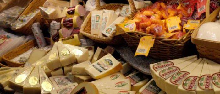 الجبن يشعل معركة قضائية في هولندا