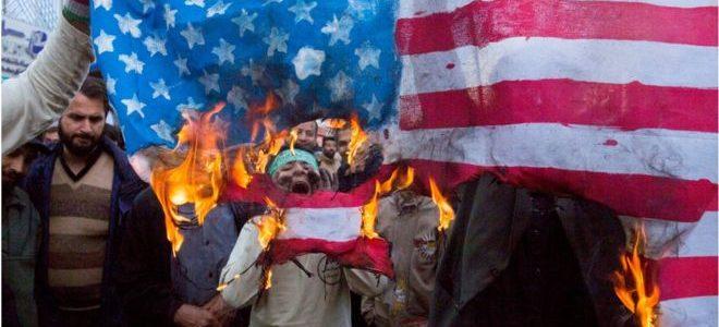 """""""المظاهرات المزيفة"""" تنقلب على مرشد إيران"""