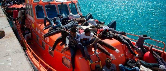 إنقاذ مئات المهاجرين قبالة سواحل إسبانيا
