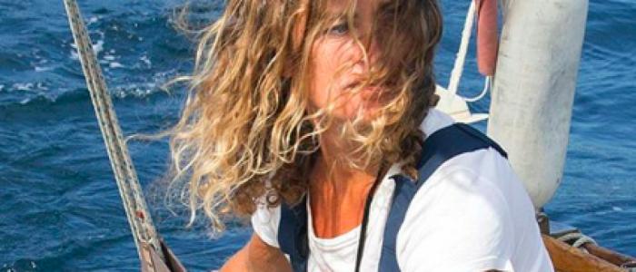 امرأة تقضي عاماً بأكمله وحدها على متن قارب